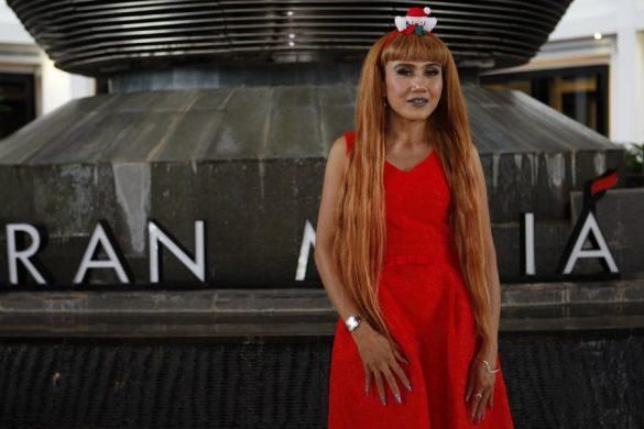 Gaya Rambut Panjang Sensualitas Untuk Segala Acara Ala Rukia Wael