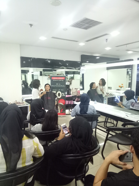 Johnny Andrean School and Training Banyak Ciptakan Professional Hairdressing