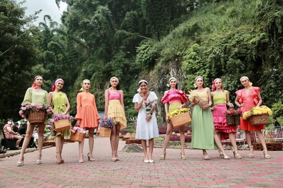 Desainer Migi Rihasalay Tampilkan Busana Pilihan di Malang Fashion Movement 2021